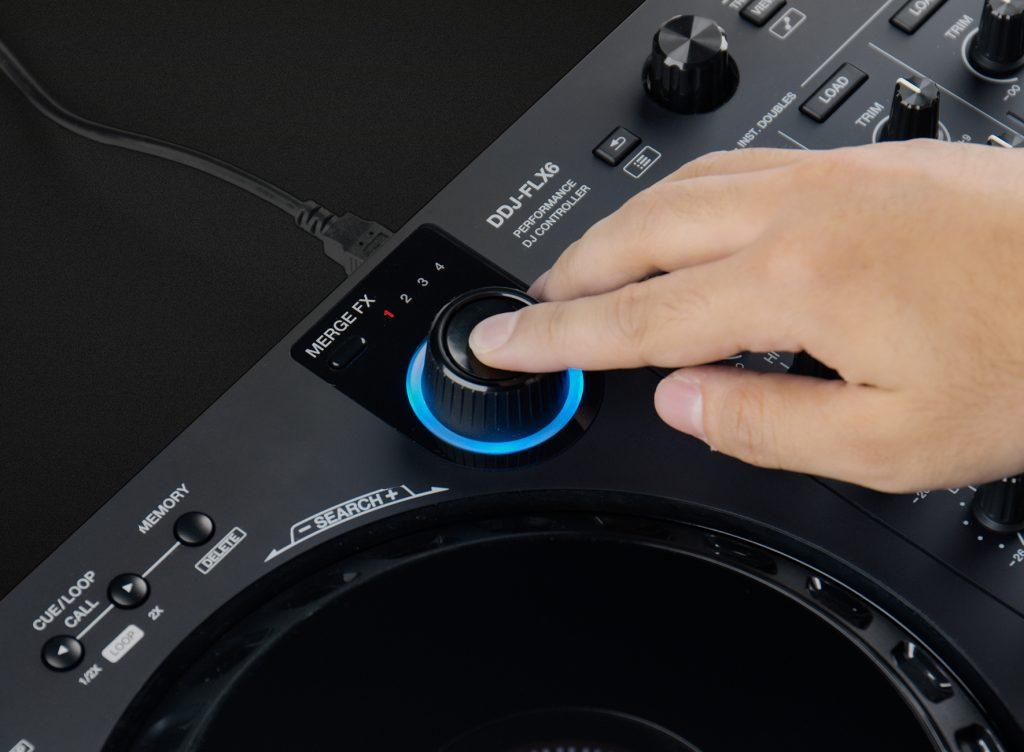 Pioneer DDJ-FLX6 MERGE FXボタン使い方3ノブを押してMERGE FXをオフにし次の楽曲をプレイする