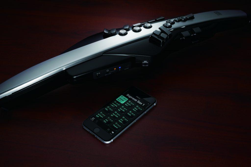 ROLAND Aerophone Pro AE-30をスマートフォンとBluetooth接続したイメージ画像