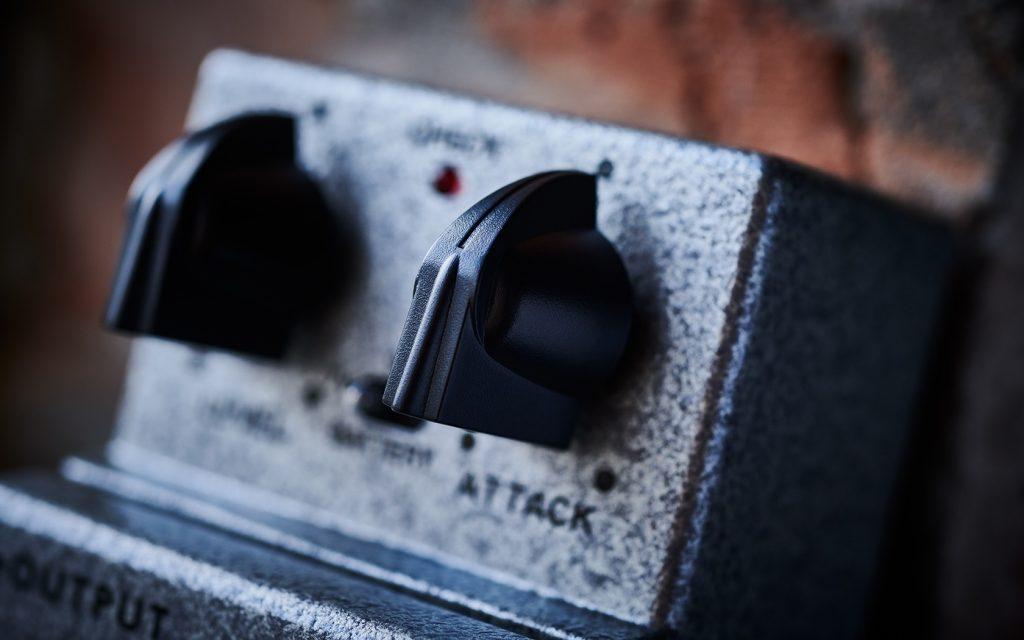 BOSS TB-2W Tone Bender ファズ ギターエフェクターのコントロールノブ部アップ画像
