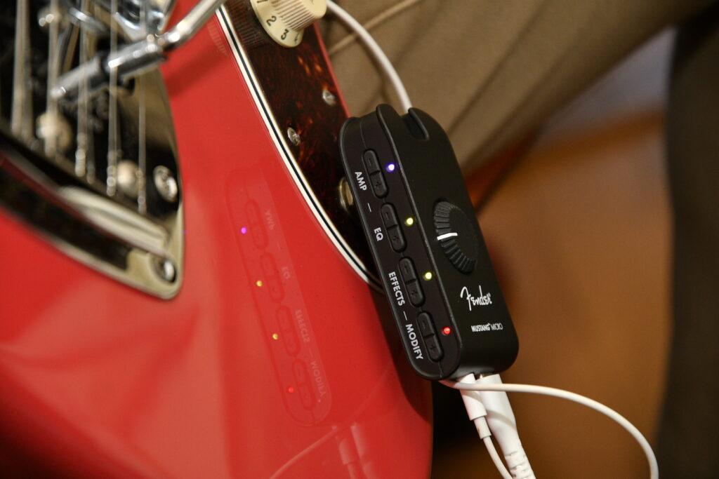 小型LEDでFender Mustang Microのアンプやエフェクトの状態が一目瞭然