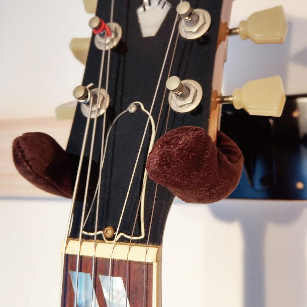Righton! STRAPS DRESS UP HANGER COVER スエード調ドレスアップギターハンガーカバー使用例