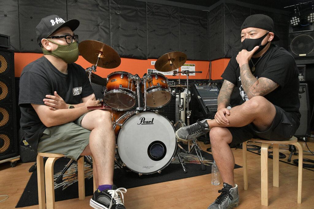 チューヤオンライン伊藤辰太郎(左)と有松益男氏(右)