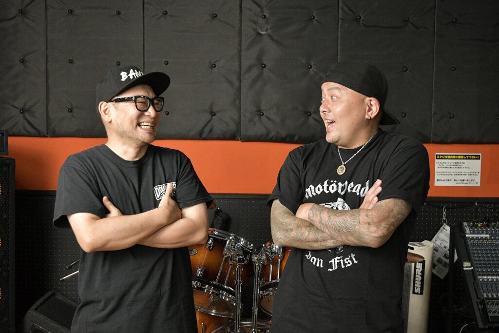 笑顔の伊藤辰太郎と有松益男氏