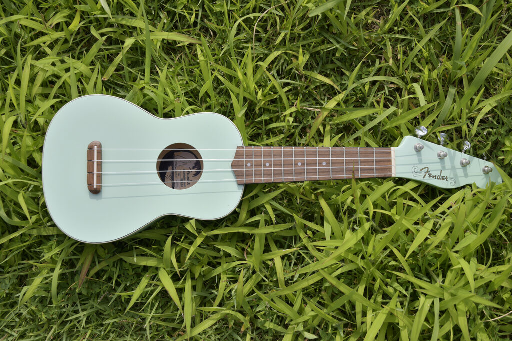 Fender Venice Soprano Uke WN Surf Green ソプラノウクレレの全体像